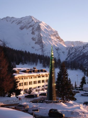 Hotel Savoy Edelweiss:                   Not far to the slopes