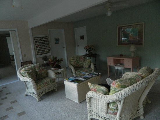 Hale Ho'ola B&B : Another view of the common area outside the Suites