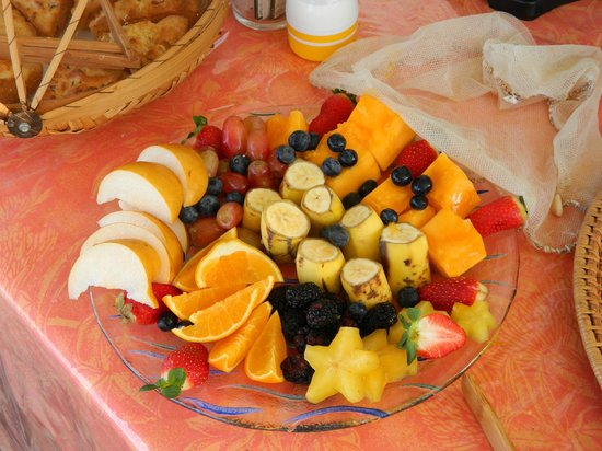 Hale Ho'ola B&B: Fruit Plate made fresh by Mary