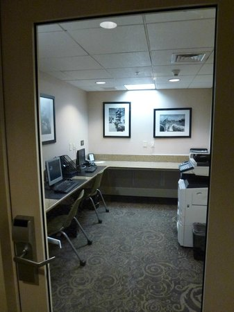 Hampton Inn & Suites Baltimore Inner Harbor:                   business centre