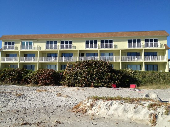 Tuckaway Shores Resort:                   ON THE BEACH