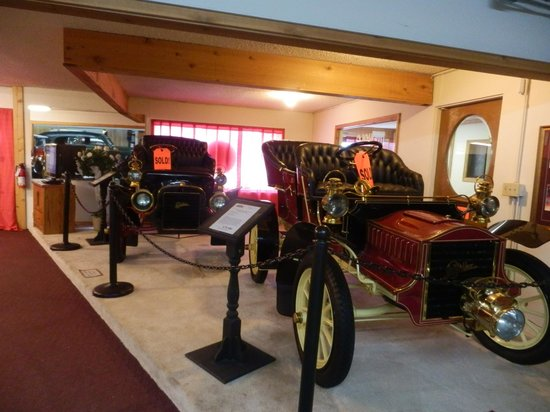 Volo Auto Museum:                   Example of classic cars