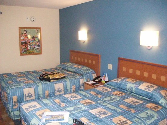 Disney&#39;s Pop Century Resort:                   70&#39;s building room