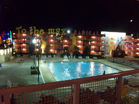 Disney&#39;s Pop Century Resort:                   80&#39;s pool