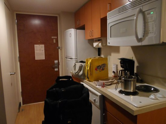 Candlewood Suites New York City Times Square:                   kitchen