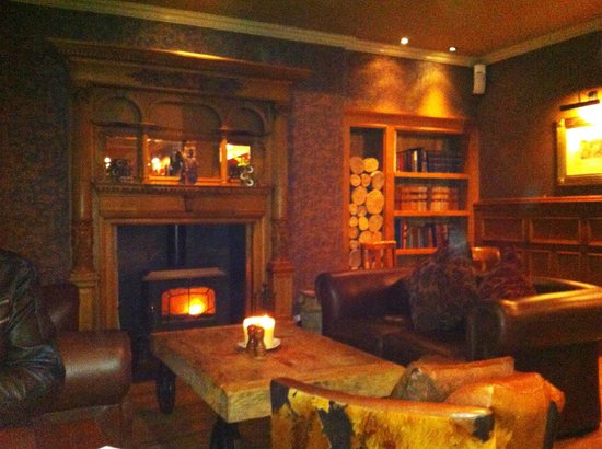 The Bear's Paw: Gorgeous interior, cosy fires and relaxed atmosphere