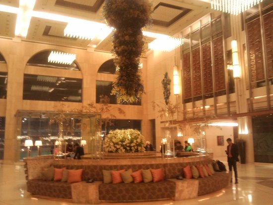 Hilton New Delhi  Janakpuri: Lobby