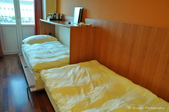 Hotel Mr. Pickwick:                   Two-bedded Room