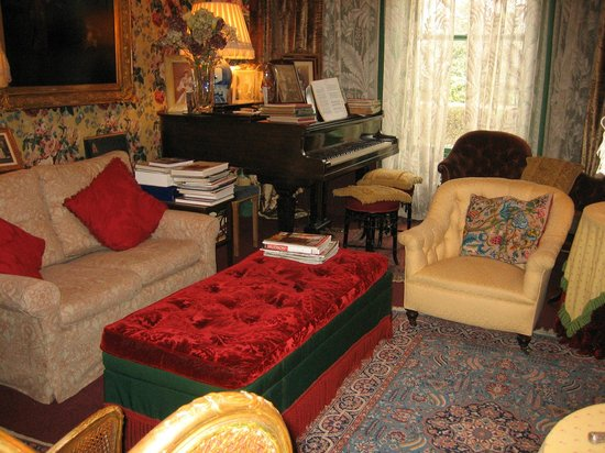 The Victorian Bed and Breakfast:                   Lounge