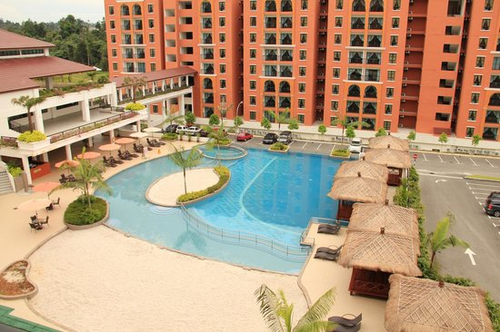Bukit Gambang Resort City: The view overlooking the great pool