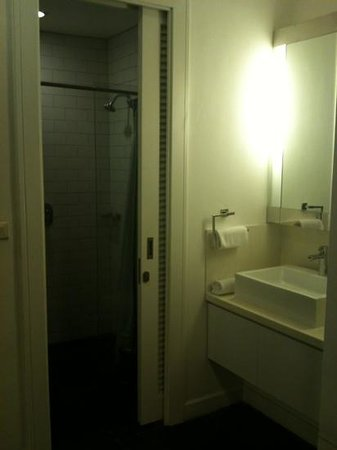 Morrissey Boutique Serviced Apartment:                   bathroom - very small
