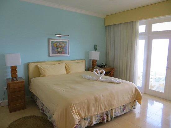 Couples Tower Isle: Bright comfortable room with large balcony.