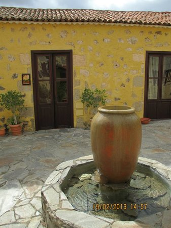 La Bodega Casa Rural:                   Fountain outside our place