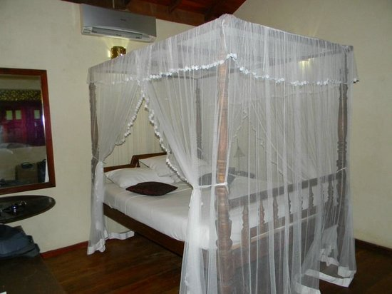 Thambapanni Retreat:                   bed