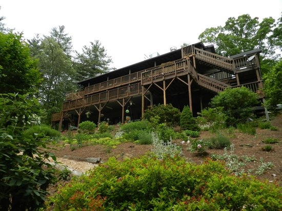 Bent Creek Lodge :                   View of the Lodge from the gardens in the rear of the property.