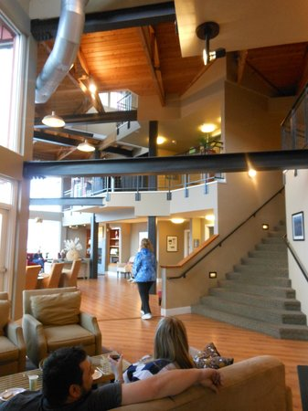 Cannery Pier Hotel:                   beautiful lobby area with river view