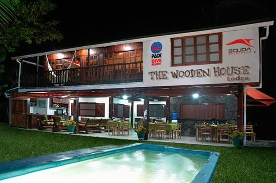 The Wooden House Lodge: Night View