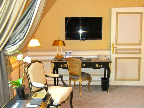 Le Meurice:                   Large flat screen tv (I loved coming back to the room each night..the weather