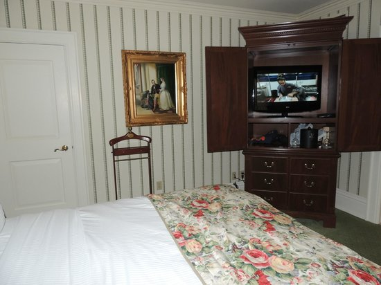 Prince of Wales:                   Flat screen tv, refrigerator, ice bucket and wine glasses were also much appre