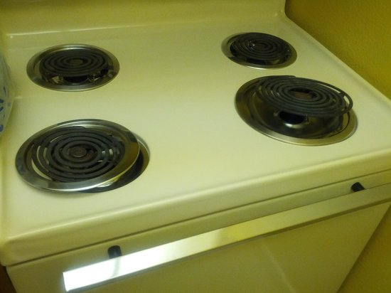 Quality Suites Buckhead Village:                   stove how we found it