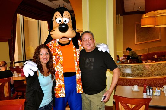 Wyndham Lake Buena Vista:                   B-fast with Goofy
