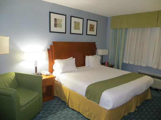 Holiday Inn Express Hotel LaGuardia Airport :                   king room