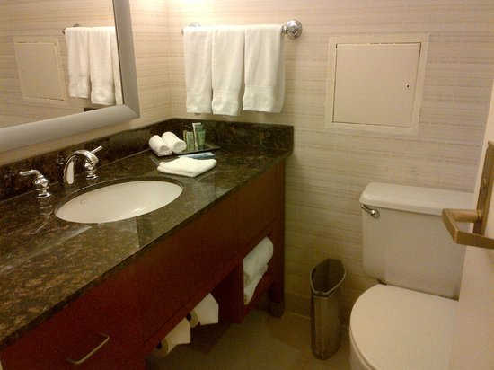 Hilton Anchorage: Bathroom
