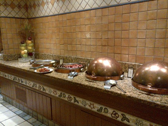 Hilton Anchorage: Breakfast buffet area