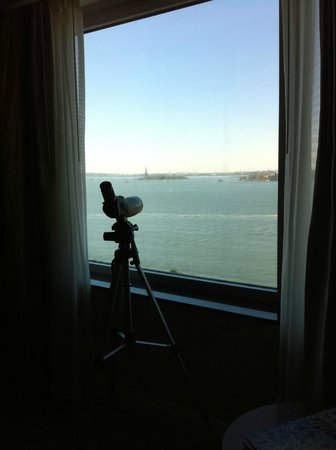 The Ritz-Carlton New York, Battery Park:                   telescope in room