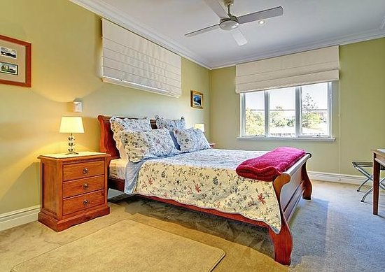 Sorrento Beach Bed &amp; Breakfast: Queen Room