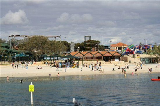 Sorrento Beach Bed & Breakfast: Beach at Hillarys marina