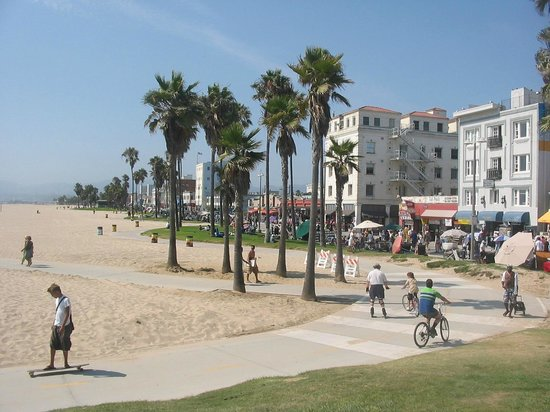 Venice Beach Suites &amp; Hotel:                                                                         Hotel sulla destra, dire