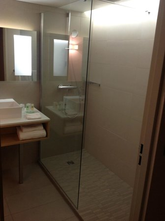 Courtyard by Marriott Montpellier:                   salle de bain