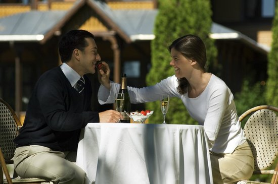 Dalen Hotel: Couple in the garden