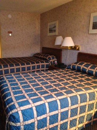 Greenwood Inn & Suites: our room