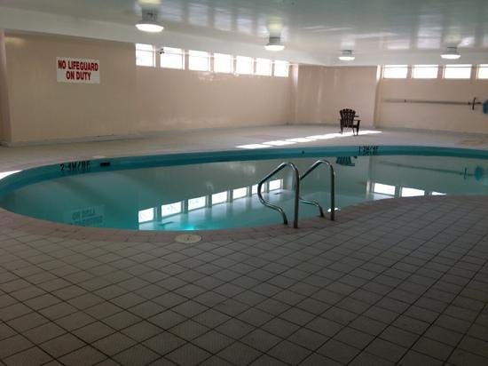 Greenwood Inn & Suites: pool area