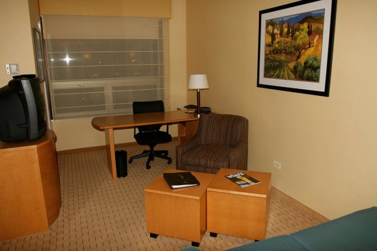 Renaissance Chicago O'Hare Suites Hotel:                   room