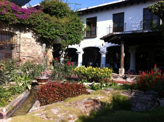 Hotel Posada de Don Rodrigo:                   The garden close to the restaurant