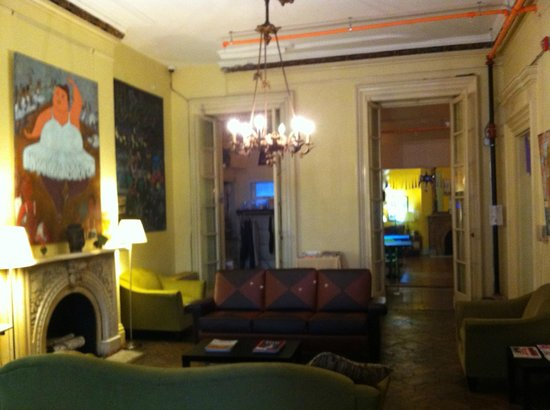 Hostelling International - Baltimore:                   Common area