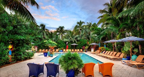 Parrot Key Hotel and Resort: Main Pool and Onsite Cafe Area