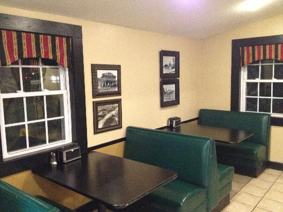 Cicero, Nowy Jork: Front dining area