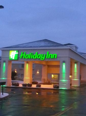 Holiday Inn Williams at Night