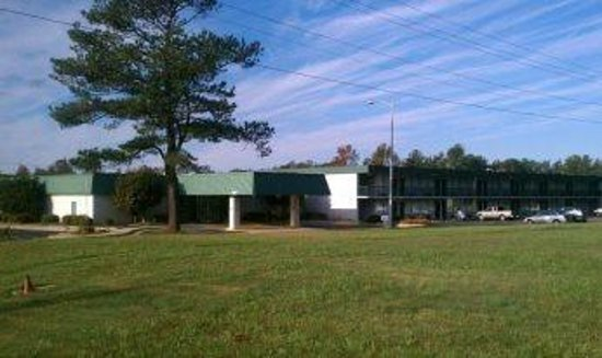 Photo of Economy Inn & Suites - Gold Rock Battleboro