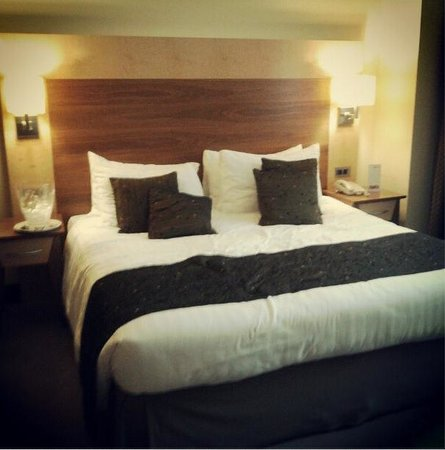 Arora Hotel Manchester:                   Bed of the premier king suite - romance package
