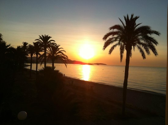 Hotel Garbi Ibiza & Spa : Morning sunrise outside our balcony