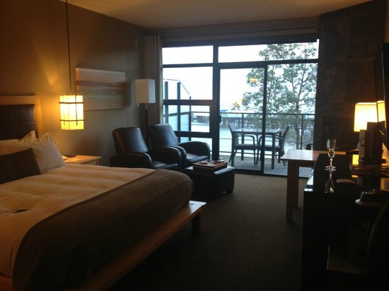 Brentwood Bay Resort & Spa:                   View from entry way into room