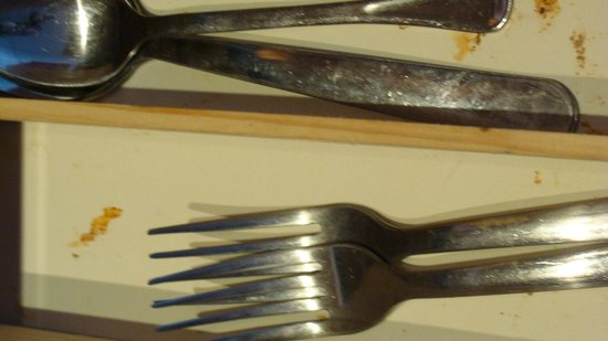 Bocas Villas:                   Rusted and dirty silverware in drawer