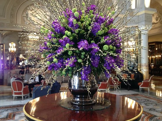 Floral arrangement in foyer picture of hotel de paris for Foyer flower arrangement