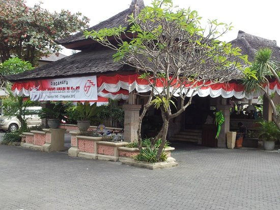 Rama Beach Resort and Villas:                                     Front entrance
