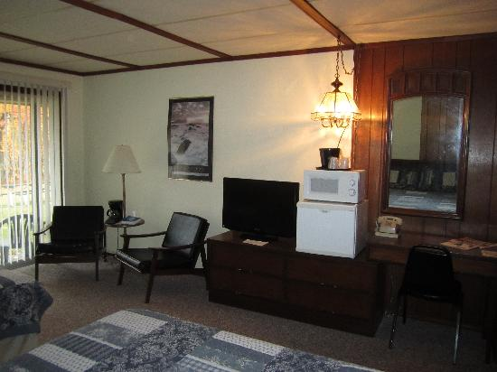 "Bayside Motor Lodge: Patio Rooms feature 32"" TV's"